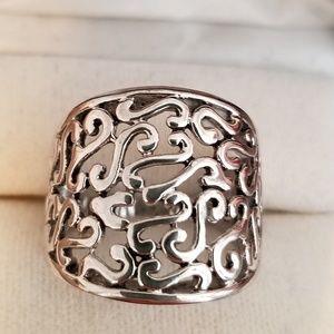 Jewelry - Silver scroll design ring